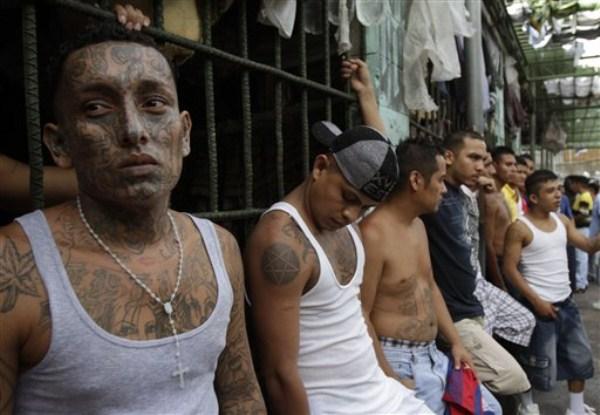 1824 The Deadly Gangs of El Salvador (40 photos)
