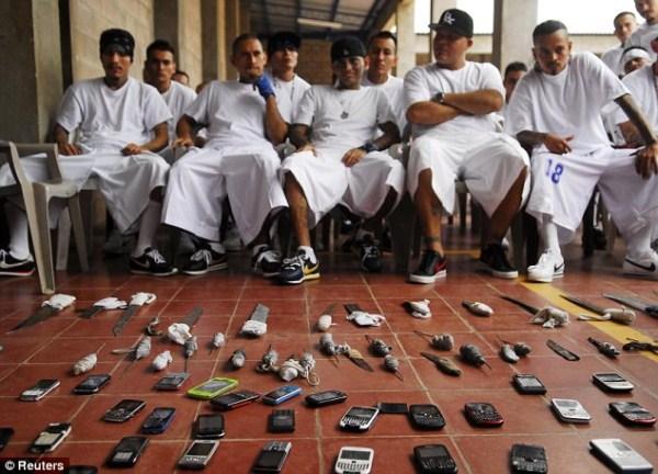 2105 The Deadly Gangs of El Salvador (40 photos)