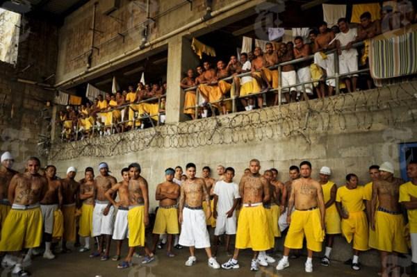2712 The Deadly Gangs of El Salvador (40 photos)