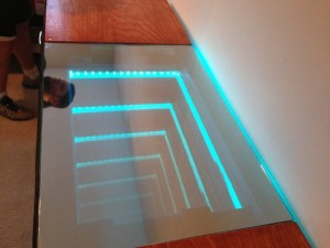 Amazing Infinity Mirror Desk (6 photos) 2