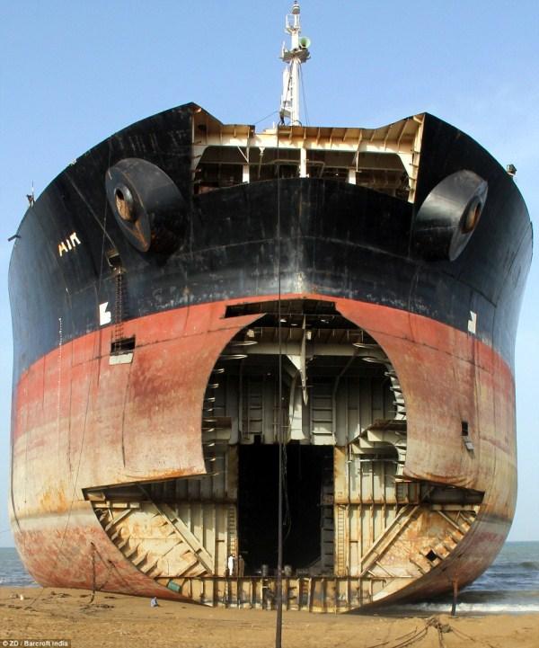 434 Κόσμους μεγαλύτερο νεκροταφείο πλοίων (32 φωτογραφίες)