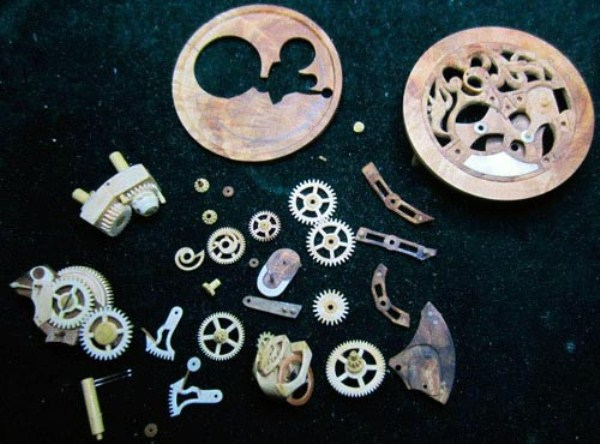 545 Fully Functional Watches Carved out of Wood (10 photos)