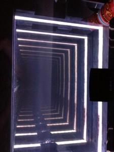 Amazing Infinity Mirror Desk (6 photos) 6