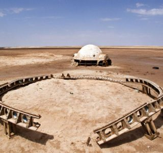 Abandoned Stars Wars Sets in the Desert (13 photos)
