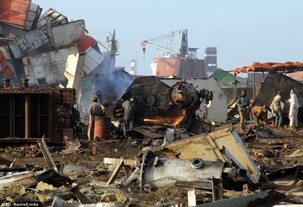 722 Κόσμους μεγαλύτερο νεκροταφείο πλοίων (32 φωτογραφίες)