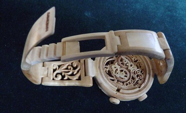 735 Fully Functional Watches Carved out of Wood (10 photos)