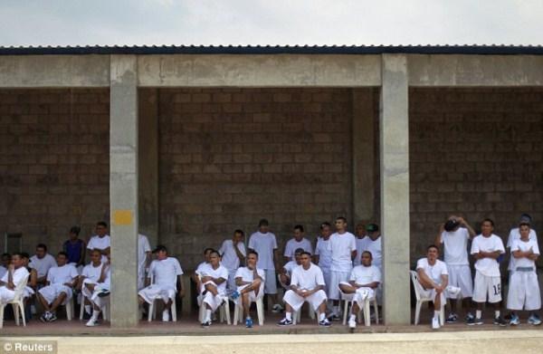 829 The Deadly Gangs of El Salvador (40 photos)