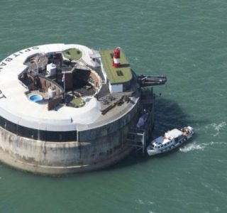 Spitbank Fort Hotel (18 photos)