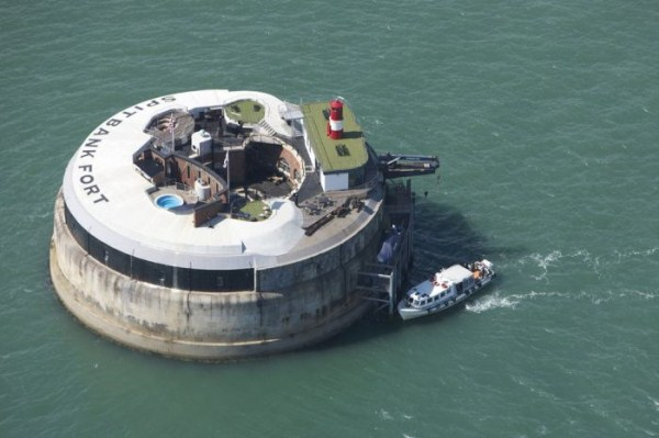 Spitbank Fort Hotel (18 photos) 1