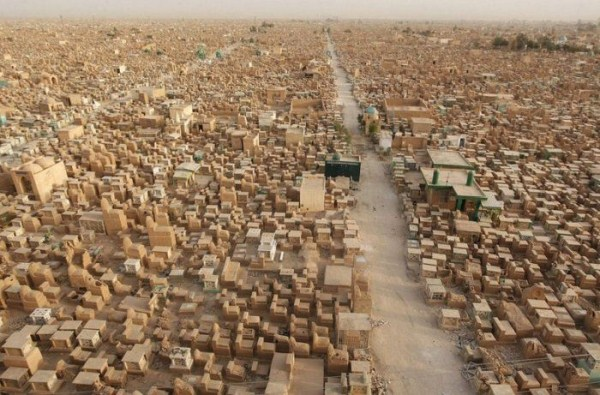 World's Largest Cemetery (12 photos) 1