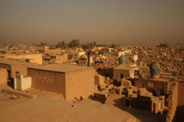 wadi-alsalaam-is-the-largest-cemetery-in-the-world-6