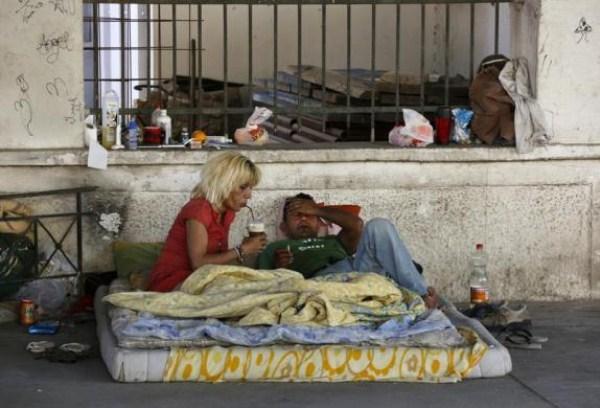 Homeless Greeks (40 photos) 14
