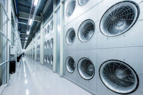 facebooks_data_center_on_the_edge_of_the_arctic_circle_19_1