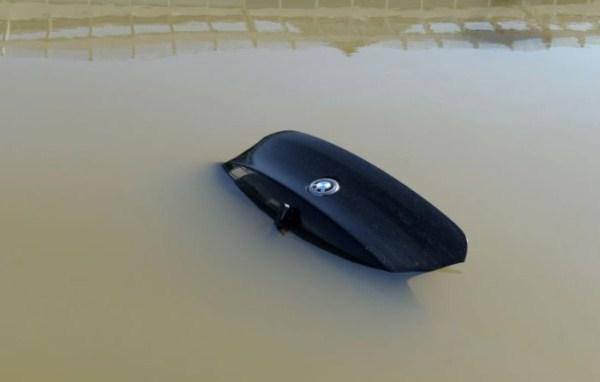 flooded_car_03_1