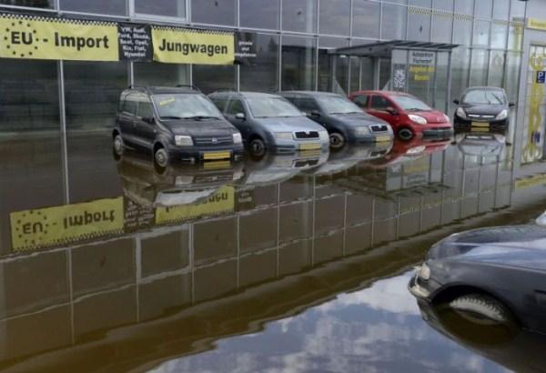 flooded_car_09_1