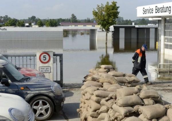 flooded_car_12_1