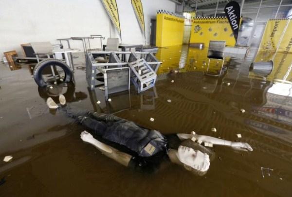 flooded_car_26_1