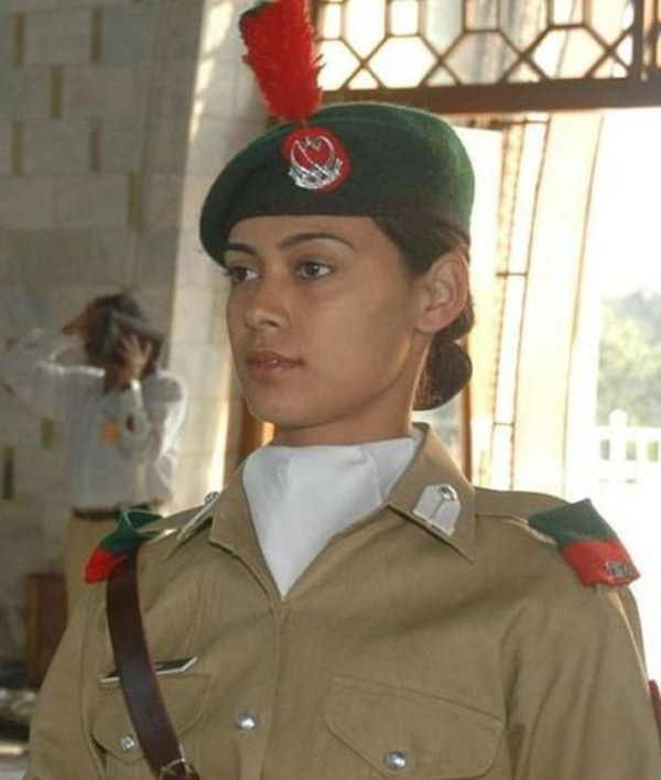 which country has the most beautiful female army soldiers 09 1
