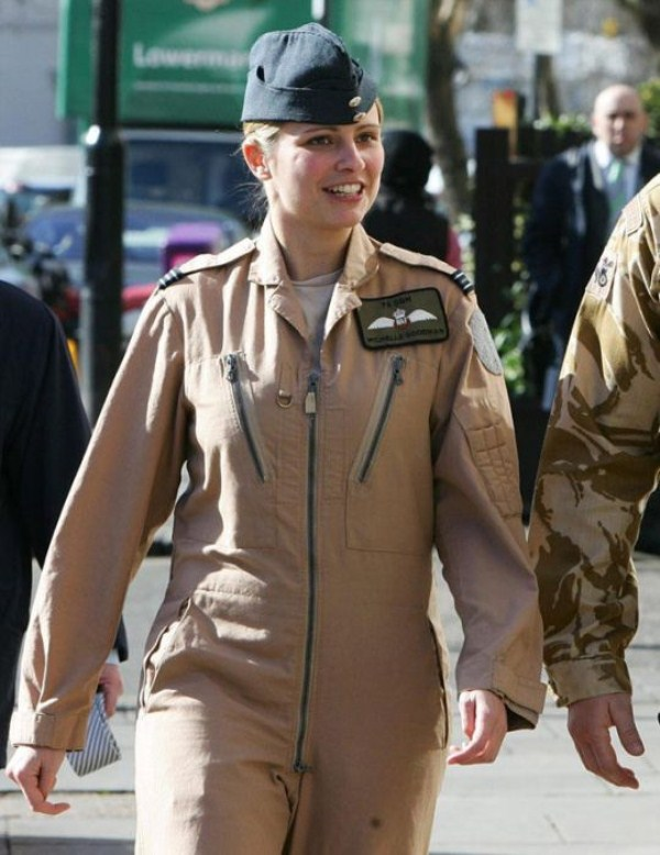 which country has the most beautiful female army soldiers 14 1 pictures