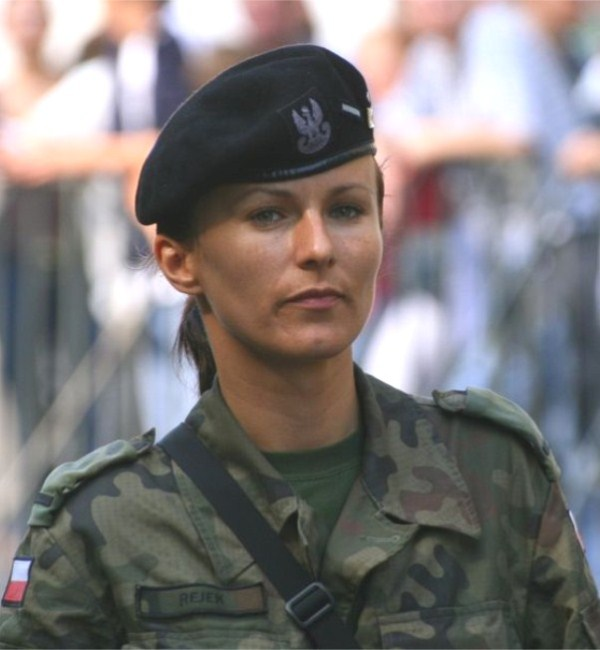 which country has the most beautiful female army soldiers 17 11