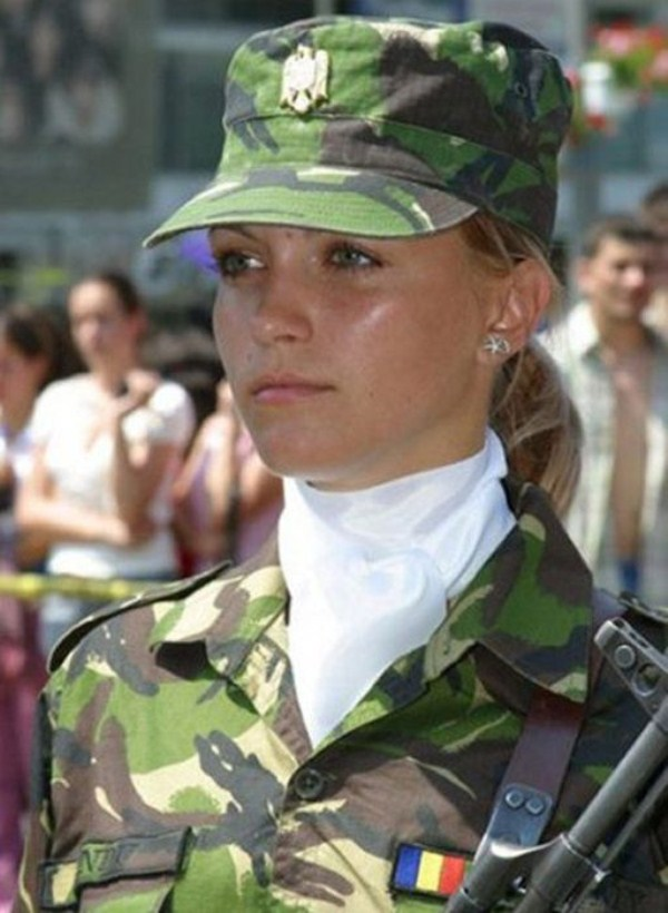 which country has the most beautiful female army soldiers 20 1