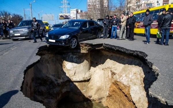 110 Μια ρωσική πόλη είναι να καταπιεί Giant Καταβόθρες (15 φωτογραφίες)