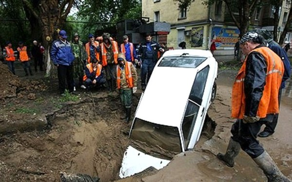A Russian City Is Being Swallowed by Giant Sinkholes (15 photos) 2