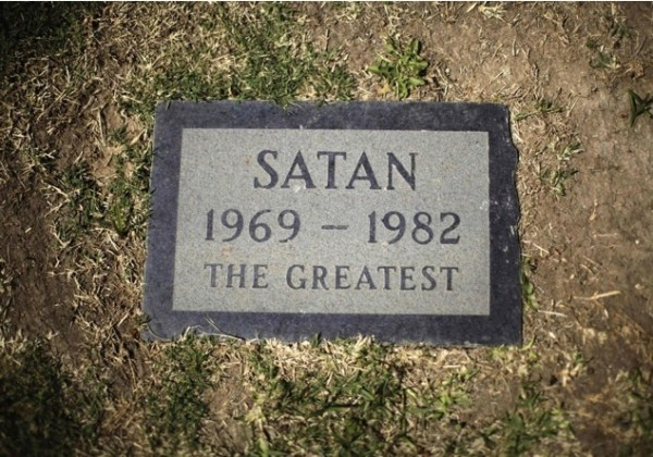 44 Hilarious Tombstones (44 photos) 44