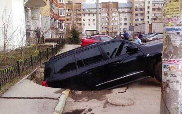 51 Μια ρωσική πόλη είναι να καταπιεί Giant Καταβόθρες (15 φωτογραφίες)