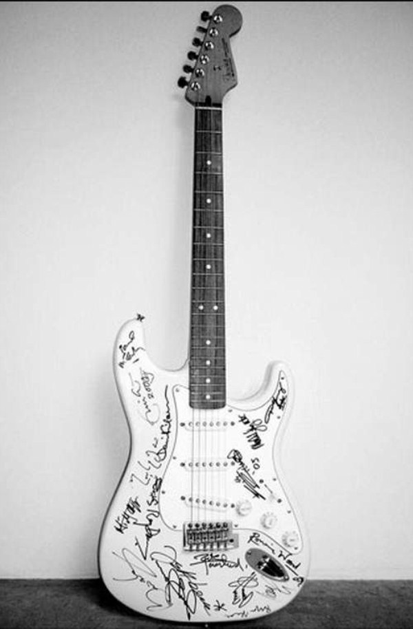 72 Most Expensive Guitars in the World (11 photos)