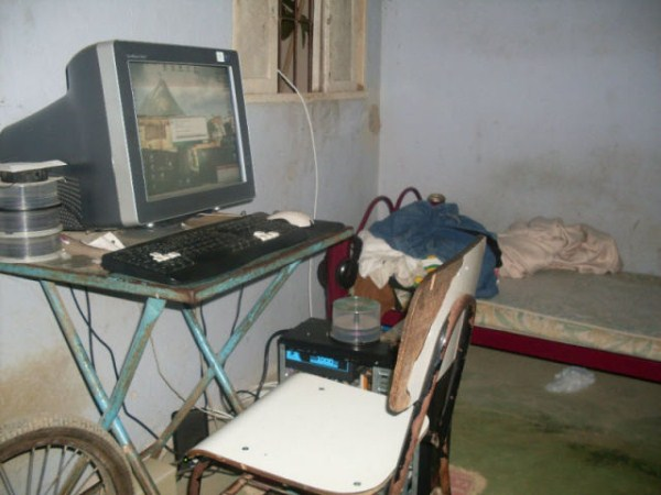 video_gamers_who_live_in_a_pigsty_640_02