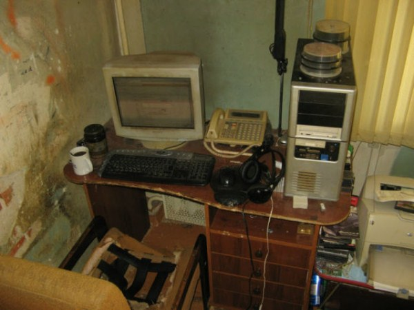 video_gamers_who_live_in_a_pigsty_640_07