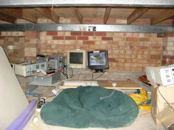 video_gamers_who_live_in_a_pigsty_640_10