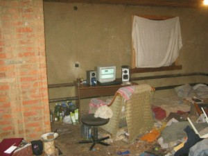 Video Gamers Who Live in a Pigsty (22 photos) 11