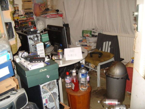 video_gamers_who_live_in_a_pigsty_640_22