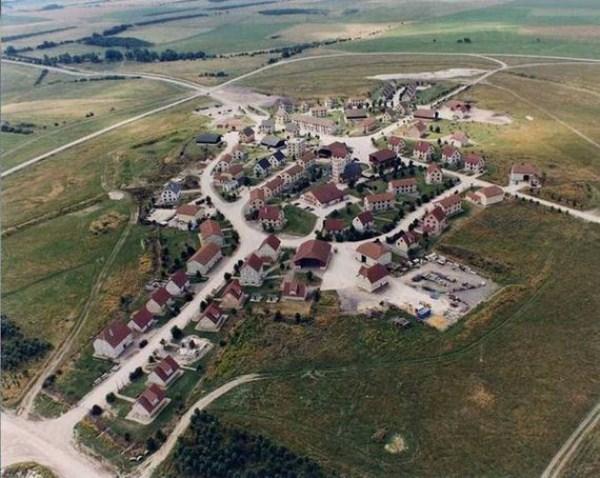Seemingly Ordinary English Village (18 photos) 1