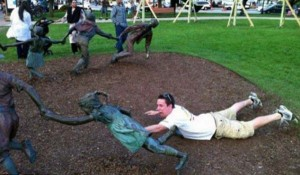 Having Fun With the Bronze Statues (20 photos) 3