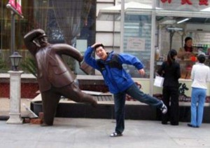 Having Fun With the Bronze Statues (20 photos) 5