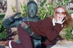 Having Fun With the Bronze Statues (20 photos) 9