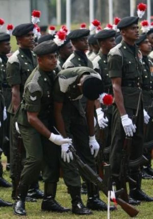 129, όταν οι στρατιώτες στην προσοχή λιποθυμήσετε (21 φωτογραφίες)