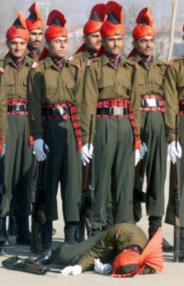 147, όταν οι στρατιώτες στην προσοχή λιποθυμήσετε (21 φωτογραφίες)
