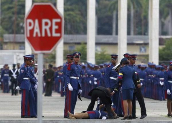 316, όταν οι στρατιώτες στην προσοχή λιποθυμήσετε (21 φωτογραφίες)
