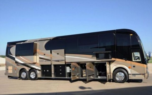a motorhome that is pure luxury on wheels 640 01 Pure Luxury on Wheels (59 photos)