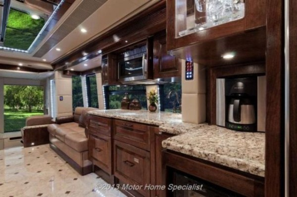 a motorhome that is pure luxury on wheels 640 04 Pure Luxury on Wheels (59 photos)