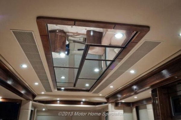 a motorhome that is pure luxury on wheels 640 09 Pure Luxury on Wheels (59 photos)