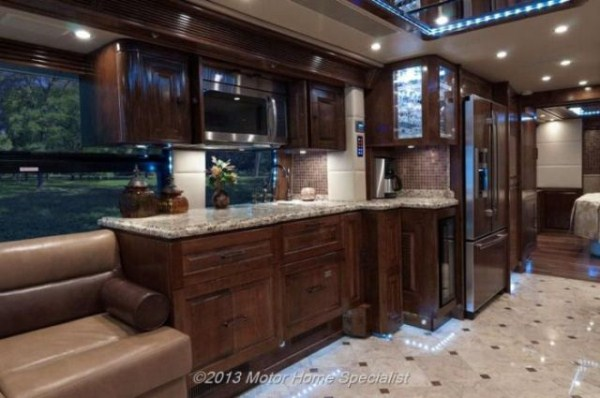 a motorhome that is pure luxury on wheels 640 11 Pure Luxury on Wheels (59 photos)
