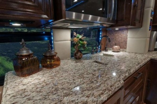 a motorhome that is pure luxury on wheels 640 12 Pure Luxury on Wheels (59 photos)