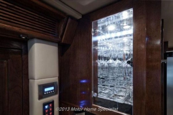 a motorhome that is pure luxury on wheels 640 16 pictures