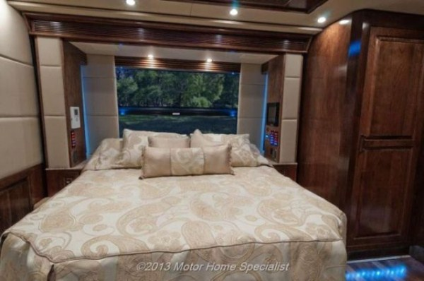 a motorhome that is pure luxury on wheels 640 24 Pure Luxury on Wheels (59 photos)
