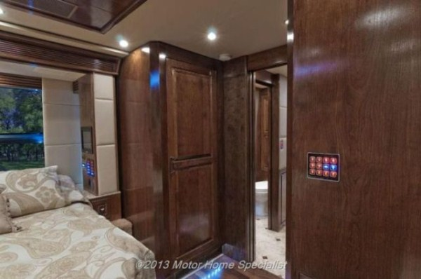 a motorhome that is pure luxury on wheels 640 27 Pure Luxury on Wheels (59 photos)